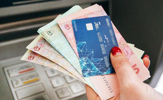 Откуда украинцам чаще всего перечисляют деньги